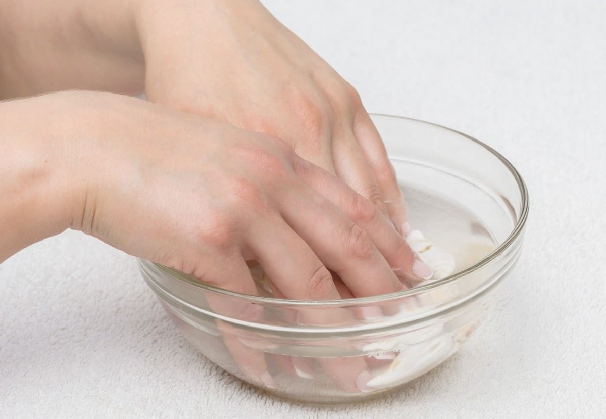 take off acrylic nails with only hot water